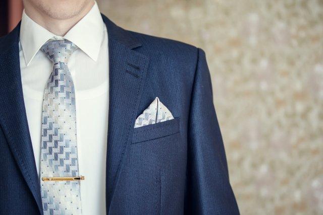 Krawat to świetne rozwiązanie, ale nie aż tak popularne jak muszka.