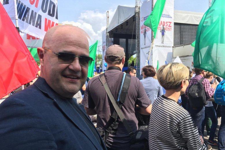 Fala hejtu na znanego aktora po opublikowaniu przez niego zdjęcia z Marszu Wolności.