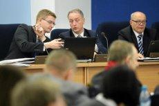 Prezydent miasta Krzysztof Matyjaszczyk i wiceprezydenci Jaroslaw Marszalek i Krzysztof Lozinski podczas sesji budżetowej Rady Miasta przed listopadowymi wyborami .