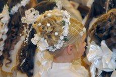 Komunijne szaleństwo trwa. Dziewczynki z Gwoźnicy Górnej wkrótce znów odwiedzą fryzjera. Chcą oddać włosy dla chorych na raka.