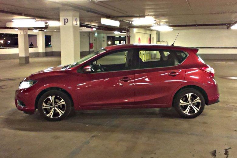 Nissan Pulsar - nieco większy kompakt.