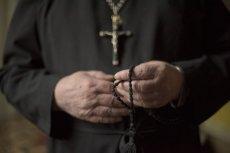 """Ksiądz Arkadiusz Hajdasz jest jedną z głównych postaci w filmie braci Sekielskich """"Zabawa w chowanego"""", który jest kontynuacją popularnego dokumentu """"Tylko nie mów nikomu"""" o pedofilii w kościele rzymskokatolickim."""