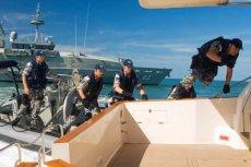 Załoga jednego z australijskich statków patrolowych. /Jest to jedynie przykładowe zdjęcie tła./