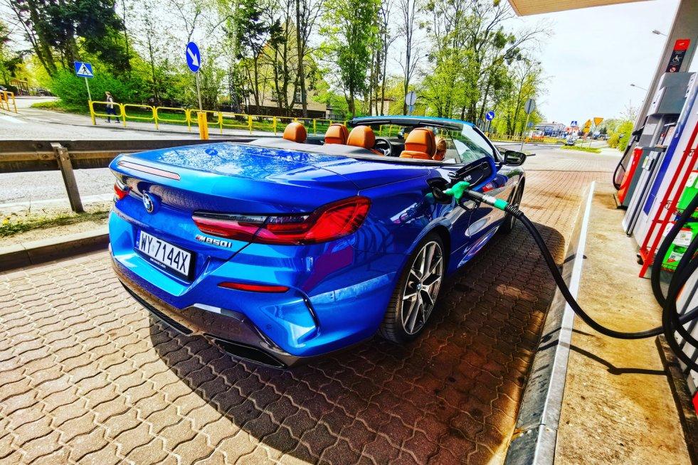 BMW 850i nie jest najoszczędniejszym samochodem na świecie, ale dla jego właścicieli nie ma to znaczenia.