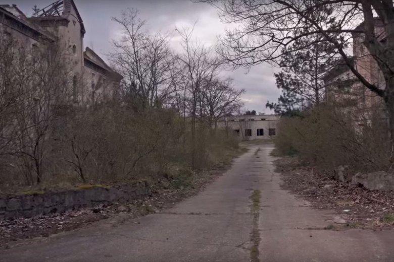 Pstrąże to najbardziej znane polskie miasto-widmo, wysoce cenione przez poszukiwaczy niecodziennych doznań.