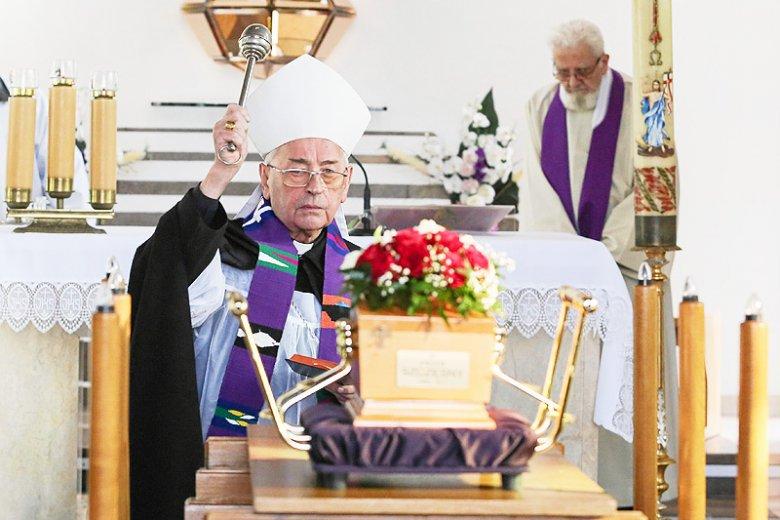 To bp Tadeusz Pieronek prowadził uroczystości pogrzebowe Piotra Szczęsnego.