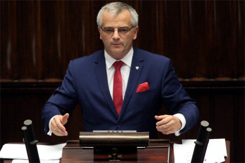 Poseł Andrzej Maciejewski uspokaja, że Kukiz'15 wystartuje w wyborach samorządowych, a to, że klub nie odpala teraz swoich petard, jak to robią inni, jest elementem strategii.