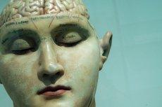 """Psychiatra wyjaśnia, czym są """"brain zaps""""."""