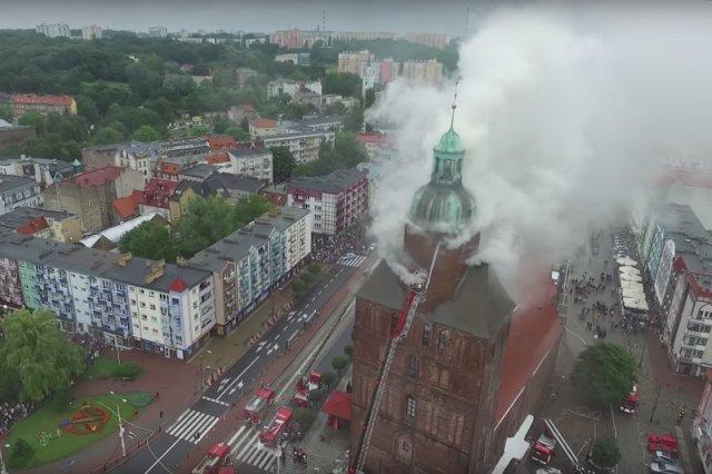 Katedra w Gorzowie płonęła przez wiele godzin.