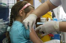 Liczba rodziców nie wywiązujących się z obowiązku szczepienia dzieci rośnie lawinowo nie tylko w Polsce, ale też w wielu innych krajach świata.