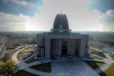 Świątynia na Wilanowie wyrasta na Wawel Trzeciego Tysiąclecia. Tylko po co?