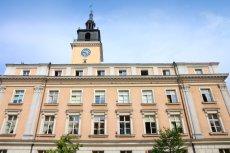 Rzeczniczka urzędu miasta w Kaliszu zapewniała, że sprawą z myciem okien zajęły się już odpowiednie osoby.
