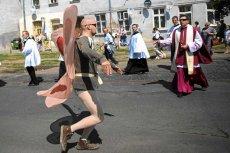 Człowiek-Motyl, który zakłócał procesję w święto Bożego Ciała w Łodzi