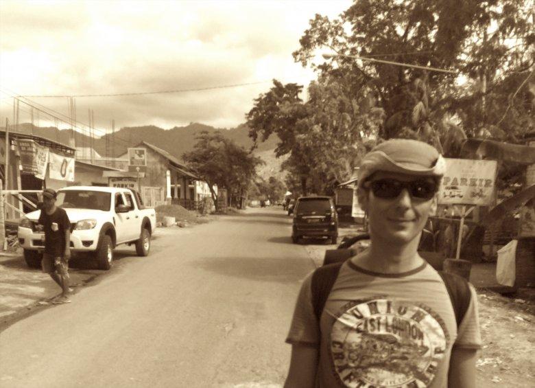 Główna ulica w Bangsal, Lombok, 2016.