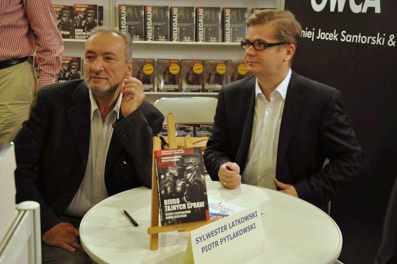Dziennikarze śledczy Piotr Pytlakowski i Sylwester Latkowski, autorzy książki ''Koronny nr 1. Pseudonim Masa''
