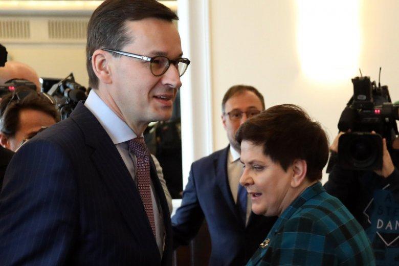 Piotr Matczuk i Anna Plakwicz byli bohaterami afery, gdy premierem była Beata Szydło. Teraz Mateusz Morawiecki przyjmuje ich z powrotem do KPRM.