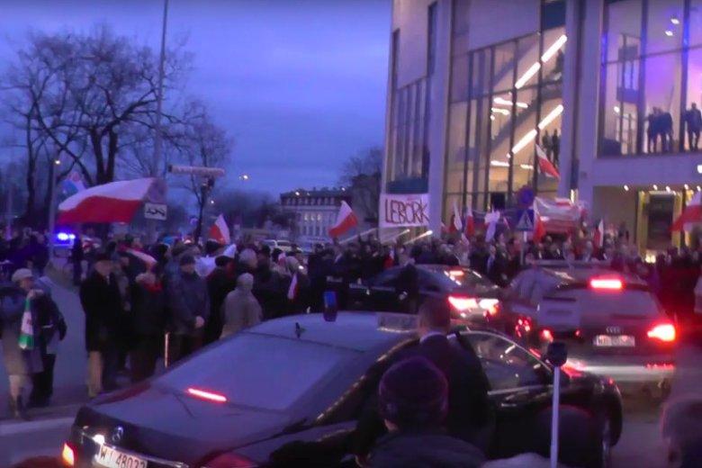 """Andrzej Duda wygwizdany w Gdyni. Na pewno nie tak wyobrażał sobie """"powitanie"""""""