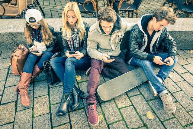 Smartfony – ilu ludzi nie potrafi już bez nich żyć?