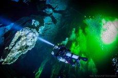 Zapierająca dech w piersiach wyprawa Leszka Czarneckiego do podwodnej jaskini na Bahamach
