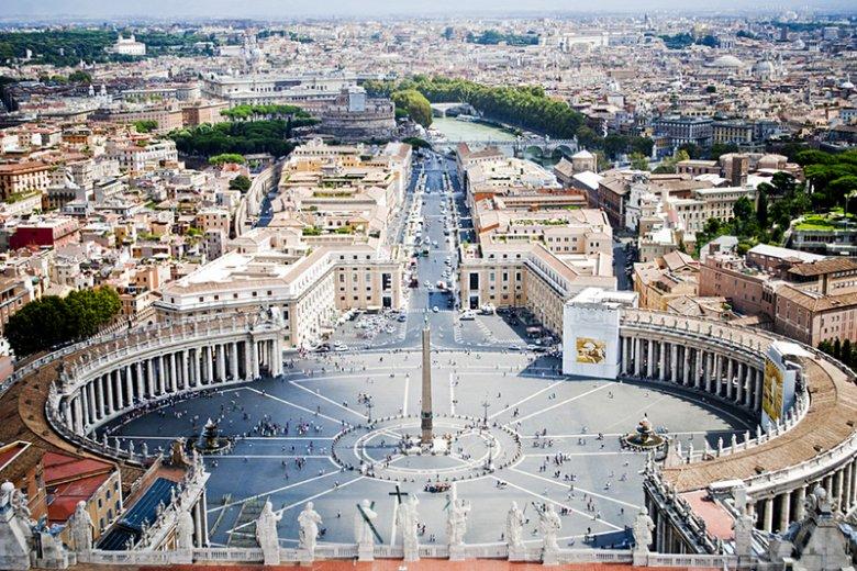 Papież Benedykt XVI zostawia Watykan w słabej kondycji finansowej.