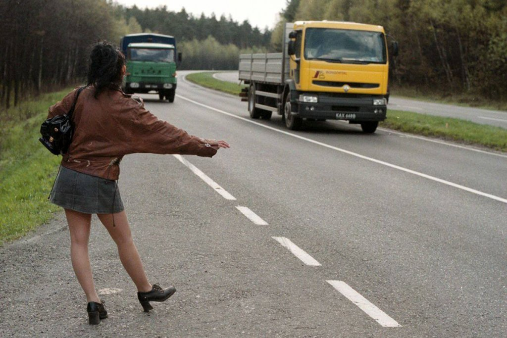 русскую девушку сняли на дороге раздвигают