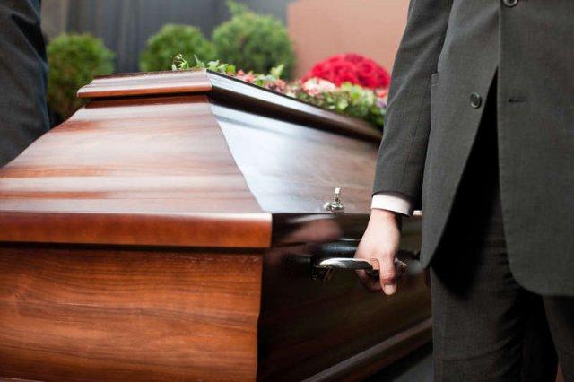 Przedstawiciele firm walczących o odszkodowania potrafią przyjść już na pogrzeb, ale nie wszyscy tak robią
