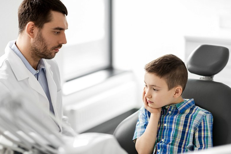 Epidemia próchnicy szaleje wśród polskich dzieci. W wieku 15 lat jedynie 6 proc. nastolatków  nie ma próchnicznych ubytków
