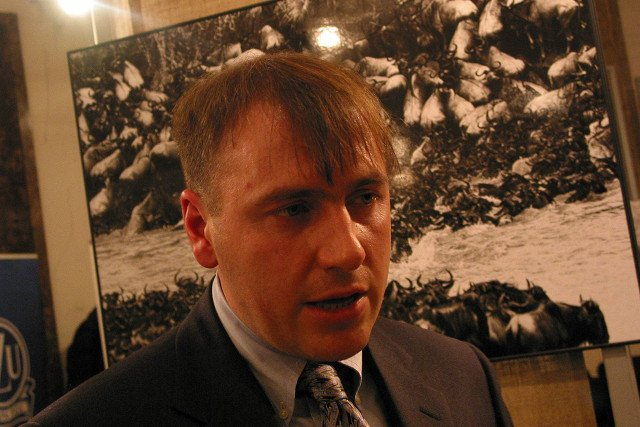 Tomasz Gudzowaty zajmuje się fotografią i nie jest zainteresowany biznesem ojca. Majątkiem i finansami zajmuje się wynajęty menedżer