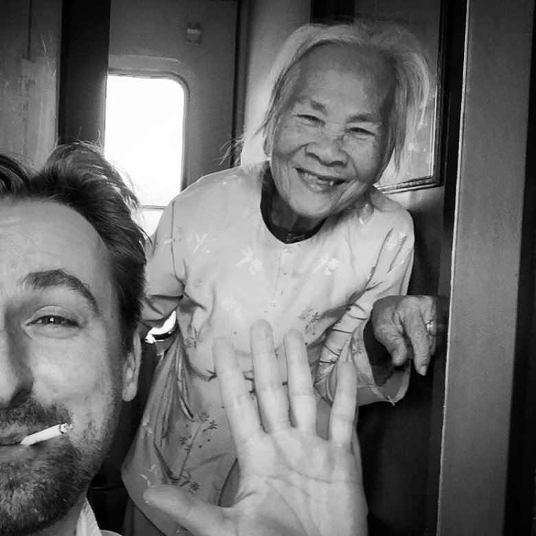Autoportret z 95-letnią Wietnamką z południa w pociągu z Sajgonu do Mui Ne