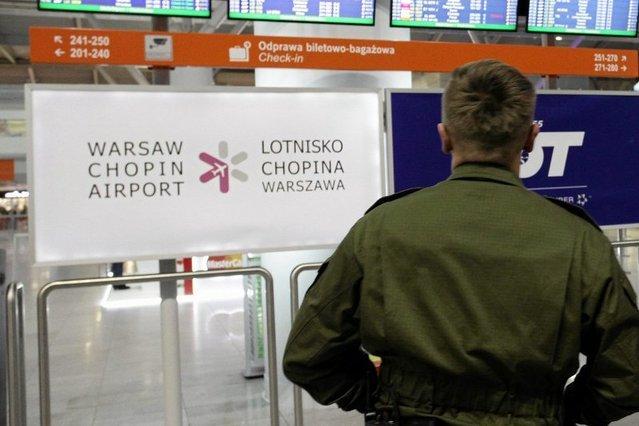 Codziennie słyszymy o rasistowskich incydentach w Polsce. Okazuje się, że na największym, międzynarodowych lotnisku w Polsce także można się z tym spotkać.
