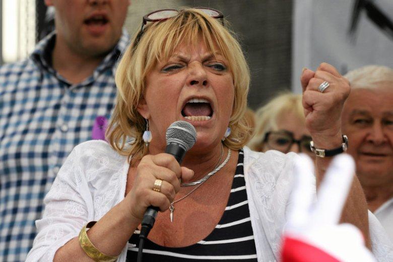 """""""Sama jestem w szoku"""" – mówi nam aktorka. Dorota Stalińska wśród przeciwników PiS wzbudziła zachwyt swoim przemówieniem przed Sejmem. Zwolennicy rozpoczęli atak."""