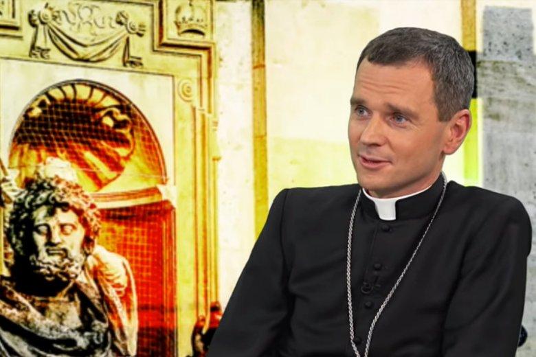 """Biskup Mirosław Milewski stwierdził, że bez zlikwidowania """"lawendowej mafii"""" nie uda się rozwiązać obecnych problemów Kościoła."""