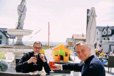 """Andrzej Duda i Mateusz Morawiecki """"przyłapani"""" na piwie w restauracji?"""