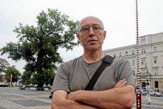 """""""Lubelski baobab"""" i Tomasz Pietrasiewicz, dyrektor  Teatru NN.  Zdjęcie z 2014 r. Wkrótce to będzie historia. To nieprawdopodobne, jak lublinianie pokochali to drzewo."""