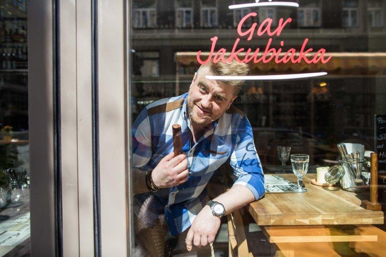 Ulubioną kiełbasą Tomka Jakubiaka jest kiełbasa jałowcowa. Warto jednak próbować różnych smaków, by trafić w swój ulubiony.