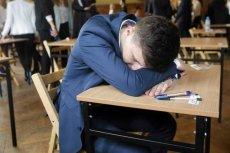 Absolwenci wyniki matur poznają dopiero 4 maja.