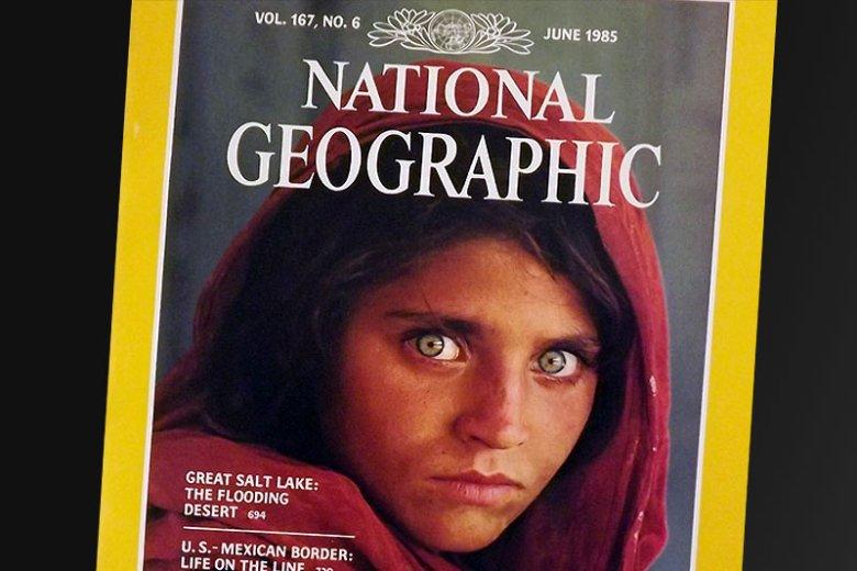 """Zdjęcie McCurry'ego stanowi okładkę jednego z najbardziej kultowych numerów magazynu """"National Geographic""""."""