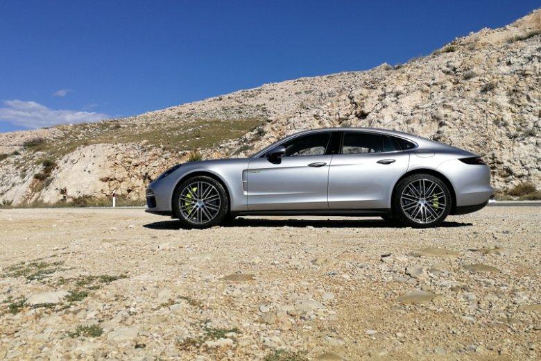 Dwa silniki w hybrydowym Porsche Panamera mają łącznie 686 koni mechanicznych.