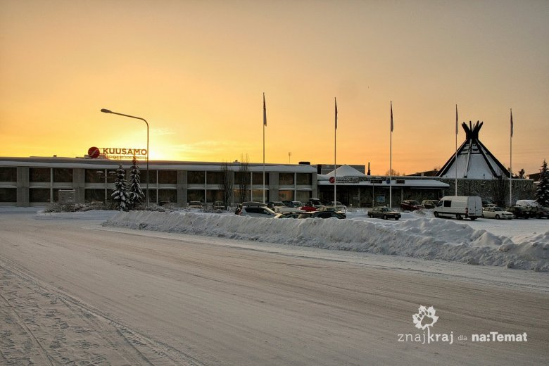 Przykryte śniegiem drogi w fińskim Kuusamo