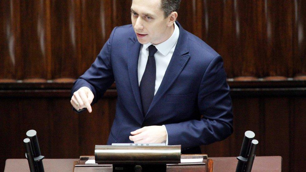Poseł Cezary Tomczyk z Platformy Obywatelskiej w rozmowie z naTemat ostrzega, iż w przyszłości obecny marszałek Sejmu Marek Kuchciński może odpowiedzieć za wydarzenia na Sali Kolumnowej z 16 grudnia 2016 roku.