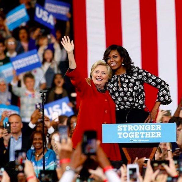 Michelle Obama bardzo wspierała w kampanii prezydenckiej byłą pierwszą damę, Hillary Clinton.
