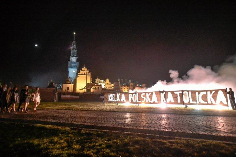 Zeszłoroczna pielgrzymka Młodzieży Wszechpolskiej i ONR na Jasną Górę.