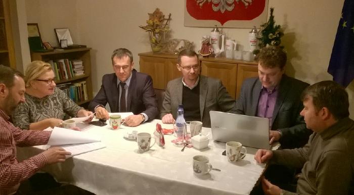 """""""Już czwartą godzinę trwa narada w moim biurze poselskim w sprawie Szpitala w Sycowie"""" – napisała minister 9.01 na FB."""