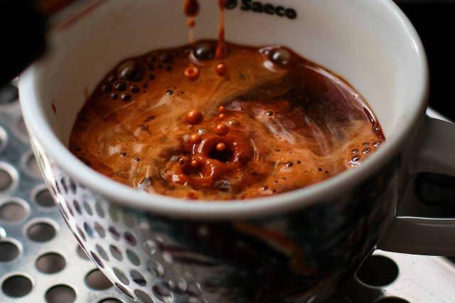 Espresso o poranku to dla wielu motywacja do wstania z łóżka