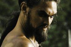 """Khal Drogo to jedna z tych postaci, która w serialu """"Gra o tron"""" nie miała okazji rozwinąć skrzydeł. Czy twórcy zdecydują, że jeden ze spin off-ów będzie opowiadać historię dothraków?"""