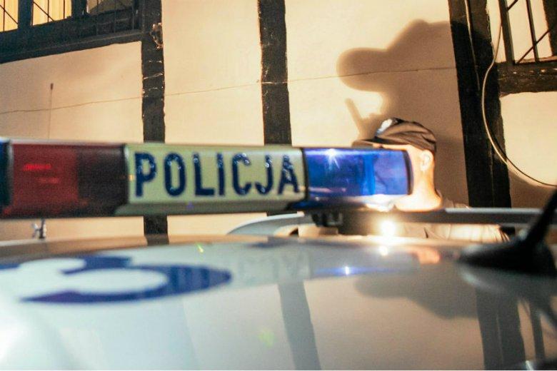 Zwłoki noworodka znaleziono w garażu w Oleśnicy.