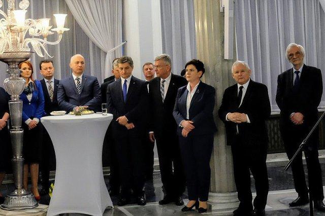Tak politycy PiS świętowali wielkanocne jajeczko. Wygląda na to, że nie było to przyjemne spotkanie...