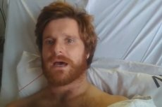 Danny Polaris trafił do szpitala przez... nieustanną erekcję. Grozi mu amputacja członka.