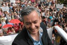 """Czy popularność Roberta Biedronia spowoduje, że klub Czarni Słupski zbiorą pieniądze? Po 12 latach Energa wycofała się ze sponsorowania klubu. Spółkę przejęła """"dobra zmiana""""."""
