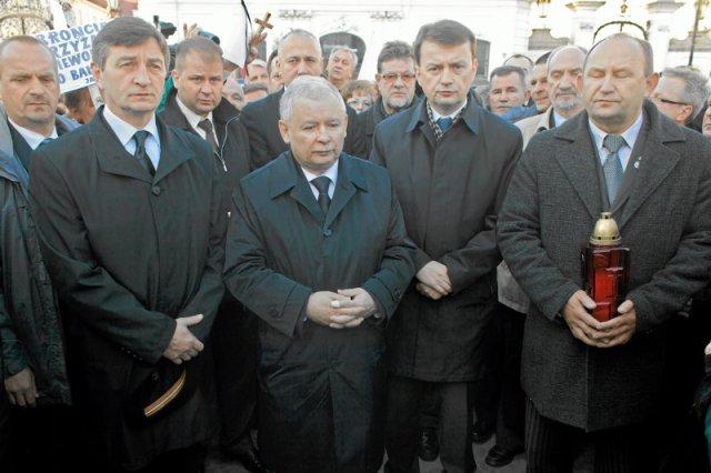 """6. """"miesięcznica"""" katastrofy smoleńskiej, czyli 10 października 2010 r. Już wtedy poseł Jarosław Kaczyński """"dochodził do prawdy"""", ale nieco ciszej i z mniejszą asystą policji."""